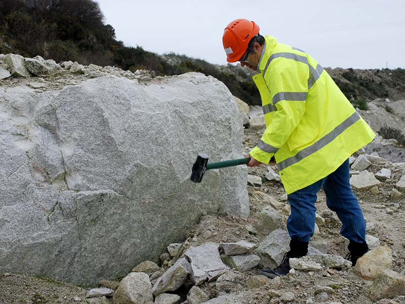 Collecting Li-mica granite in Trethosa china clay pit (thanks to Jeremy Hooper of Imerys Ltd)